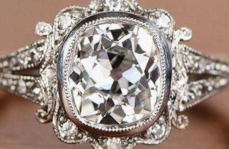 大きすぎるダイヤモンドのキューレット アンティークリング