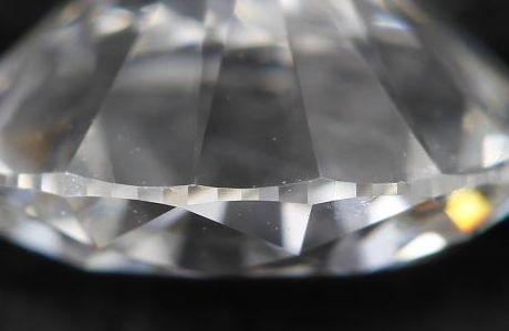 面どりされたダイヤモンドのガードル