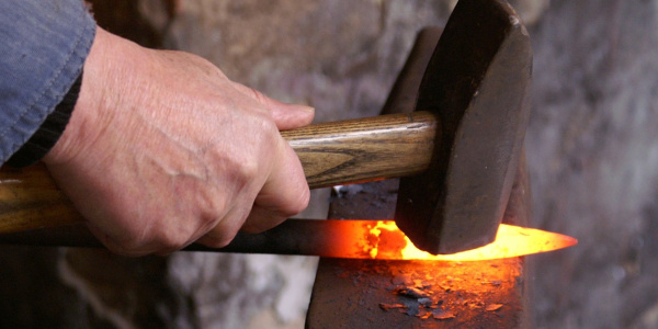 刀鍛冶が装飾品作りに