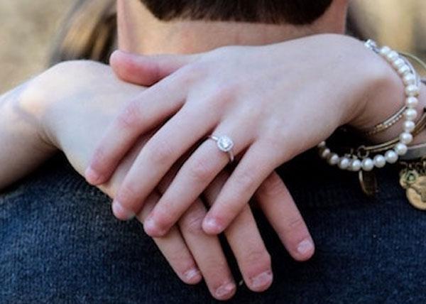 後悔しない婚約指輪選び